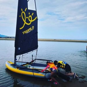 Kids launching a Tiwal 3 inflatable sailing dinghy