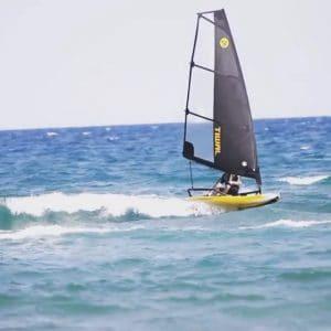 Tiwal 3 au surf dans les vagues à Leucate-Plage